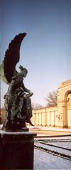 ein Engel auf der Terrasse der Orangerie